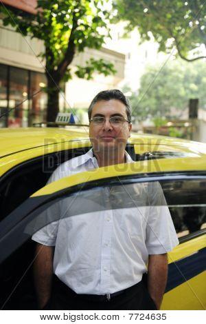 Retrato de um motorista de táxi com Cab