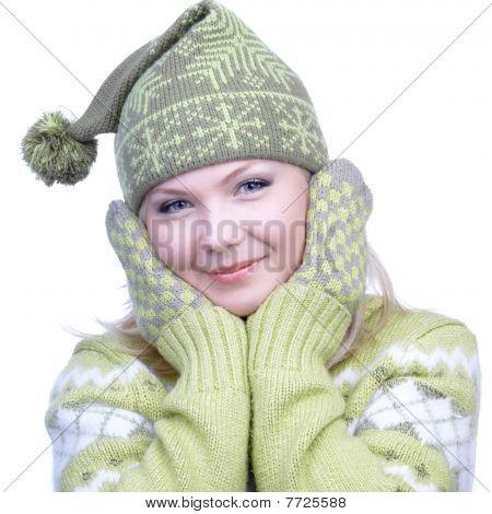 Menina em roupas quentes