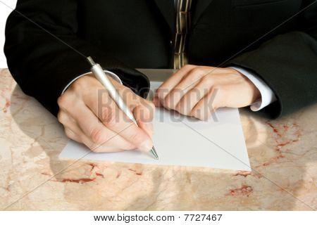 Hände und Stift