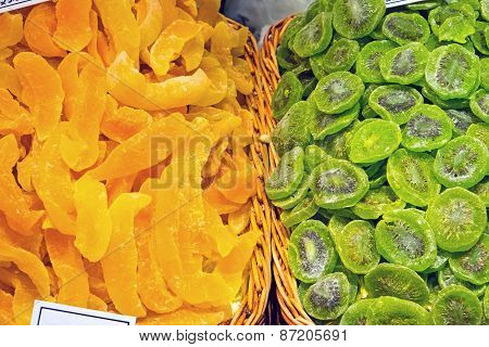 Dried kiwi and oranges at a market