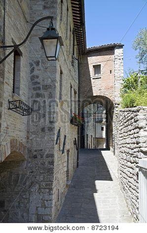 Alleyway. Gubbio. Umbria.P