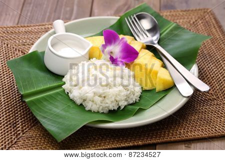 sticky rice with mango, khao niaow ma muang, thai sweet