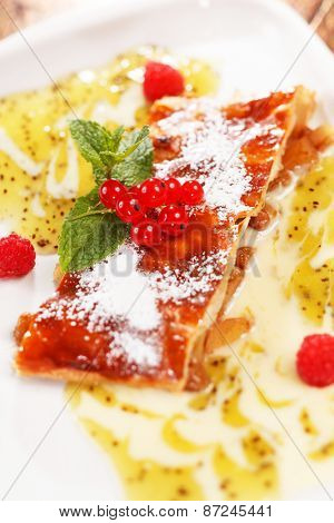 apple strudel with berries