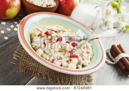 Porridge With Cinnamon And Caramelized Apples