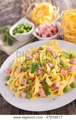 tagliatelle with pean and bacon