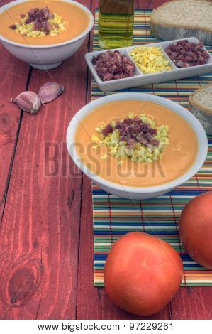 Salmorejo Vertical Left Down