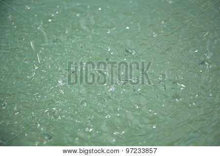 Image light splashes on the water
