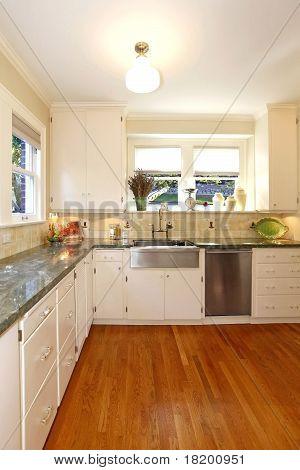 Luxury White Large Antuqie Old Kitchen