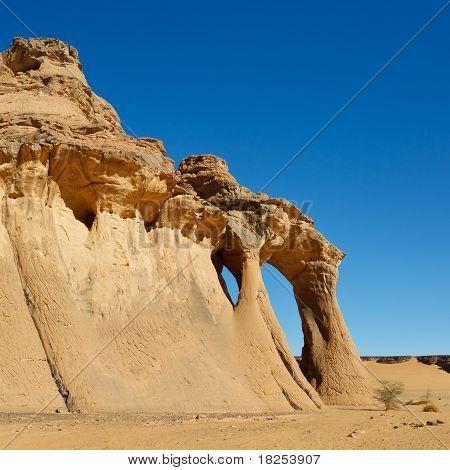 Fezzi Jaren Arch - Natural Rock Arch - Akakus (acacus) Mountains, Sahara, Libya
