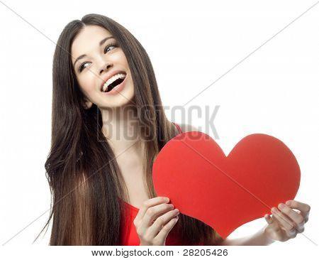 mulher sorridente atraente isolada no branco com coração
