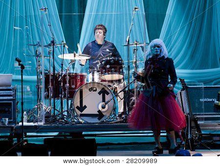 CLARK, NJ - 17 de setembro: Baterista Clem Burke e a cantora Deborah Harry da banda Blondie executar no