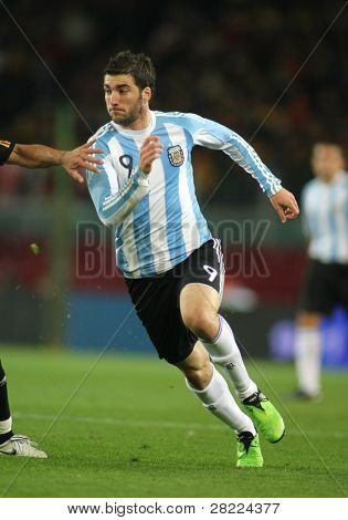 BARCELONA, SPAIN - DEC. 22: Argentinian player Gonzalo Higuain in action during the friendly match between Catalonia vs Argentina at Camp Nou Stadium Dec. 22, 2009 in Barcelona.