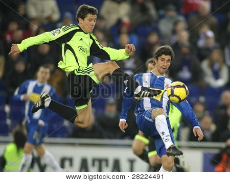 BARCELONA - JAN. 10: Ander Herrera (L) of Zaragoza with Forlin (R) of Espanyol during a Spanish League match between Espanyol vs Zaragoza at the Estadi Cornella on January 10, 2010 in Barcelona, Spain