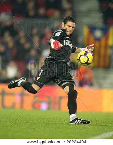 BARCELONA - JAN 16: Sevilla FC Goalkeeper Andres Palop during Spanish soccer league match between FC Barcelona and Sevilla at the Nou Camp Stadium on January 16, 2010 in Barcelona, Spain.