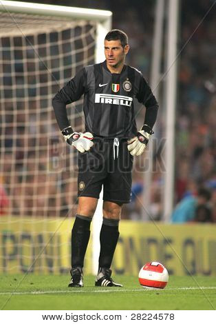 BARCELONA - AUG 29: Inter de Milano goalkeeper Francesco Toldo during a friendly  match between FC Barcelona and Inter de Milano at the Nou Camp Stadium on August 29, 2007 in Barcelona, Spain.