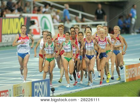 BARCELONA - AUG 1: Competitors of 5000m Women of the 20th European Athletics Championships at the Olympic Stadium on August 1, 2010 in Barcelona, Spain