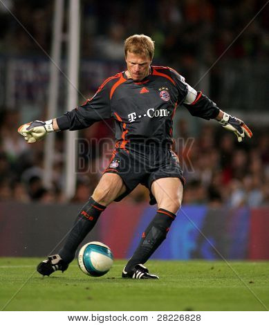 BARCELONA - AUG 22: Oliver Kahn of Bayern Munich during a friendly match between Bayern Munich and FC Barcelona at the Nou Camp Stadium on August 22, 2006 in Barcelona, Spain