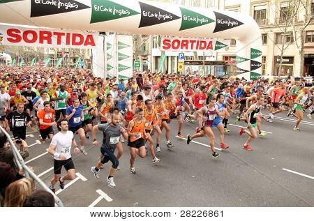 BARCELONA - APRIL 3: Runners on start of Cursa de El Corte Ingles, the second most popular race in the world, on Barcelona streets on April 3, 2011 in Barcelona, Spain