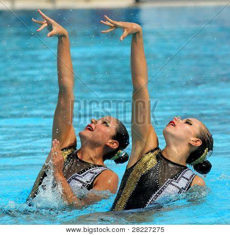 18. Juni Barcelona: mexikanische Synchro Schwimmer Mariana Cifuentes und Isabel Delgado in ein Duett-Übung