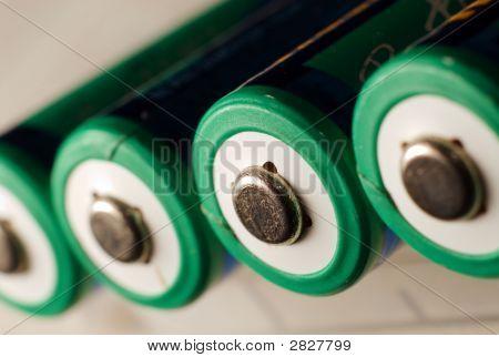 AA-Batterien im Fokus auf weiß