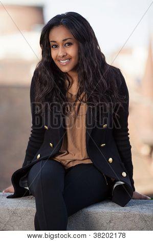 Porträt einer glücklich junge Afroamerikaner Teenager-Mädchen