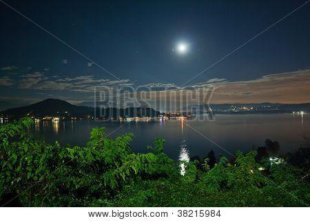 Lago Maggiore por noche