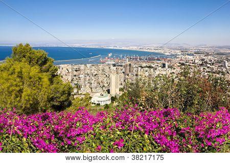 Vista desde el Monte Carmelo y Haifa en Israel