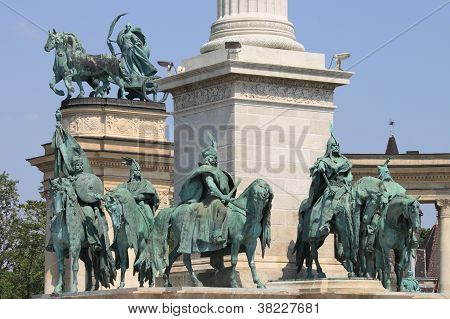 Equestrian statues in Heroes Square