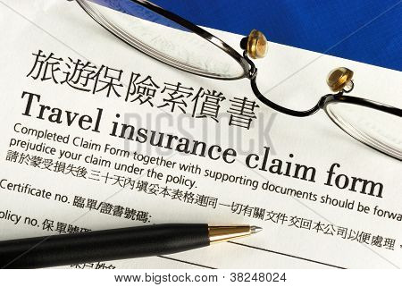 Travel insurance claim form in both English and Chinese