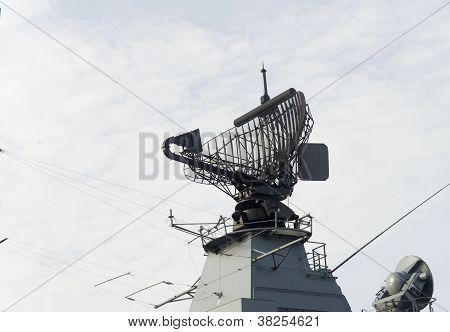 Radar de la nave militar, moderno.