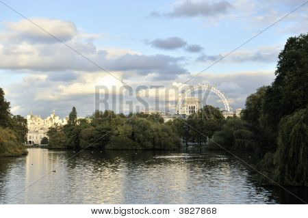 St James\'S Park Lake At Sunset