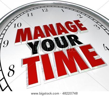 Gerenciar as palavras de seu tempo em um mostrador de relógio para ilustrar a gestão do tempo e usando momentos efetivamente t