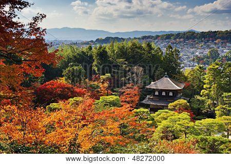 Templo Ginkaku-ji en Kioto, Japón, durante la temporada de otoño.