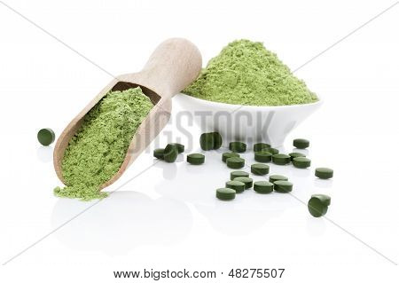 Wheatgrass Powder And Chlorella Pills