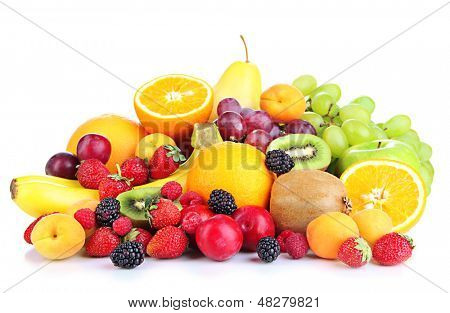 Frisches Obst und Beeren, isolated on white