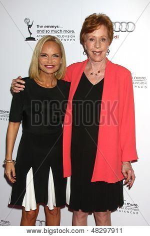 LOS ANGELES - 22 de JUL: Kristin Chenoweth, Carol Burnett llega en