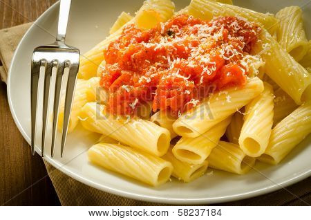 Tortiglioni with tomato sauce and cheese