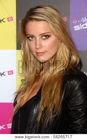Amber Heard at the launch of T-Mobile Sidekick ID, T-Mobile Sidekick Lot, Hollywood, CA. 04-13-07