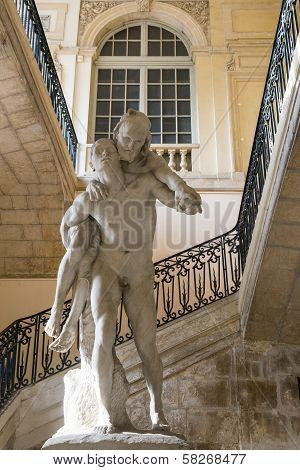 Arles, Statue