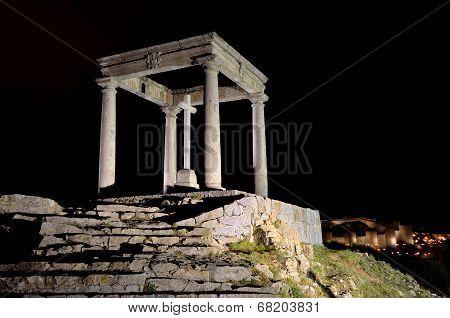Cuatro Postes monument