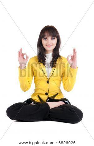 schöne geschäftsfrau Ausübung von Yoga.