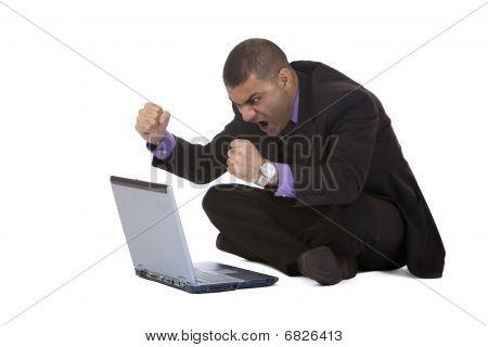 Hombre de negocios destacó por el desplome de la computadora