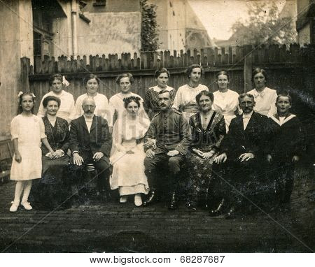 GERMANY, August 14, 1915 - vintage photo of newlyweds with their family