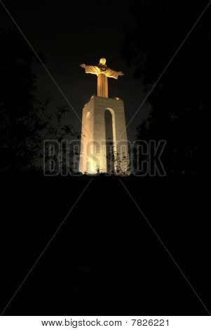 Cristo Rei at night