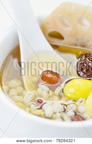 Lotus Root And Ginkgo Nut In Longan Syrup