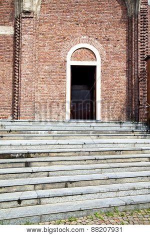 Italy  Lombardy     In  The Cardano Al Campo  Old     Brick   Step    Wall