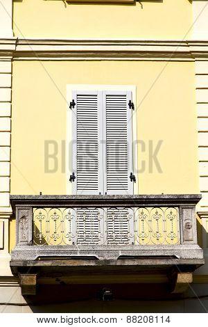 Yellow Terrace Europe      In  The Milano