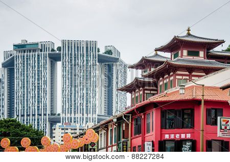 Contrast of old and new buildings in Singapore