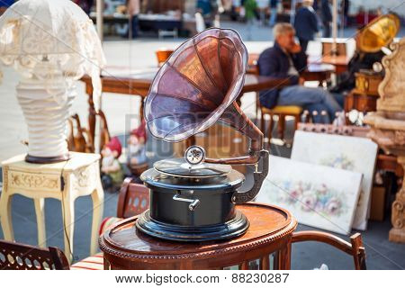 Antique gramophone on the street market of Pisa in Italy