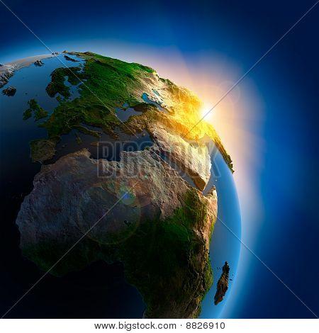 Salida del sol sobre la tierra en el espacio ultraterrestre